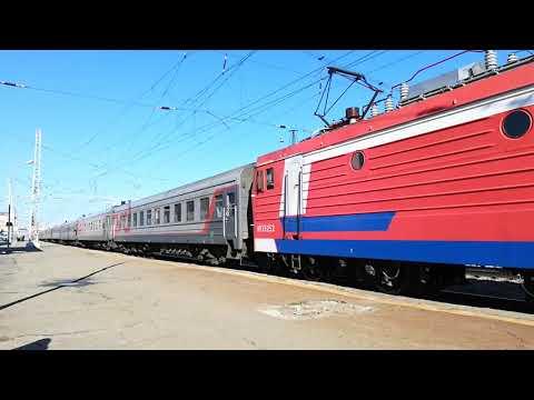 ЭП1-326 с пассажирским поездом №314 Орск-Кисловодск отправляется со станции Невинномысск.