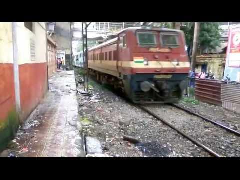 22943 Pune Indore Superfast express arriving at Kalyan