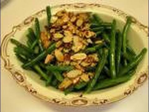 Betty's Sauteed Green Beans with Toasted Almond Topping