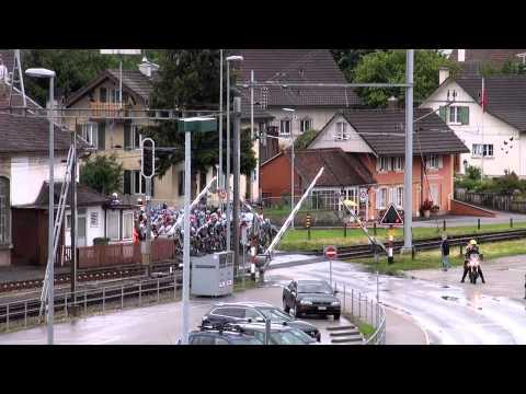 Bahnübergang bremst Tour de Suisse aus