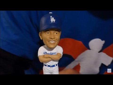 Dave Roberts 2016 Dodgers Bobblehead Review
