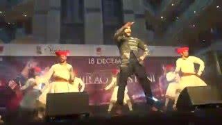 Super dance on Malhari Song |  Ranveer Singh in Ambience Mall, Gurgaon| Bajirao Mastani |