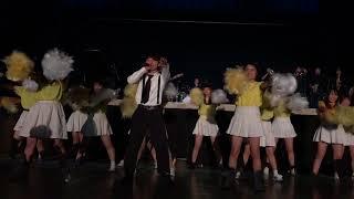 大阪府立の高校の中夜祭の様子です。 サカナクションさんの新宝島のコピ...