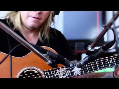 Blue Hummingbird Mic demo with Finbar O'Hanlon