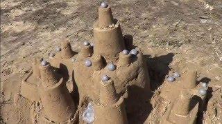 Замок с песка для героев мультфильма Свинка Пеппа Sand Castle for Peppa Pig cartoon characters(Сегодня мы отправимся во двор и будем строить замок из песка! Нам помогут наши игрушечные машины: грейдер,..., 2016-03-29T05:23:49.000Z)