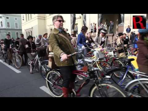 Tweed-run took place in Saint Petersburg