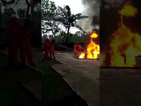 Drill !!! Miss memadamkan api menggunakan media Foam Focus Maritime training Center