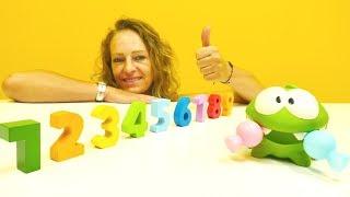 Sayıları öğreniyoruz. Nicole OmNom`a şeker veriyor!