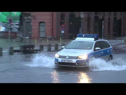 Hochwasser Fischmarkt - Sturmflut gefährdet Autos