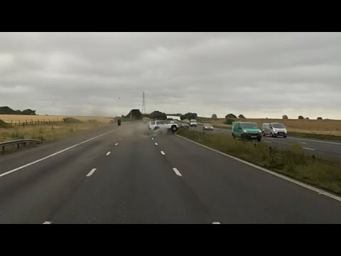Land Rover Discovery crash M4 UK motorway