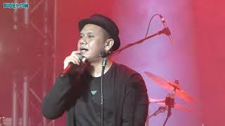 Video SANG PENGHIBUR - Konsert PADI REBORN di KL Live download MP3, 3GP, MP4, WEBM, AVI, FLV November 2018