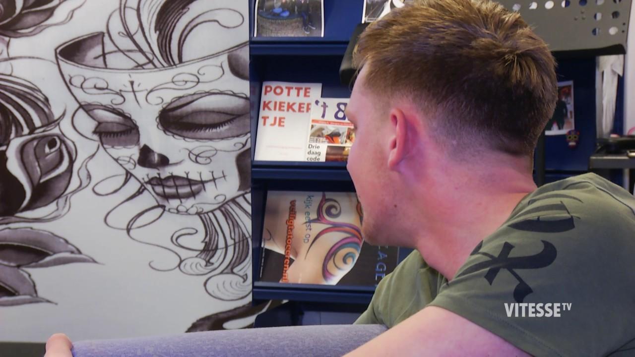 Fabulous Vader en zoon zetten tatoeage van bekerwinst - YouTube &BM47