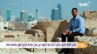 تشكل قلعة البحرين مجموعة من المدن مبنية فوق بعضها ومحيط بها