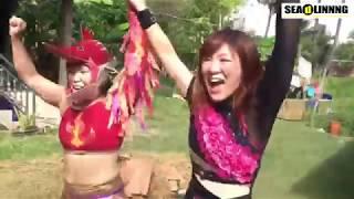 南月たいようと中島安里紗が、カンボジアはシェムリアップにあるトロペアントム村の中で、藁の上女子プロレスを決行。プロレスを観たことが...