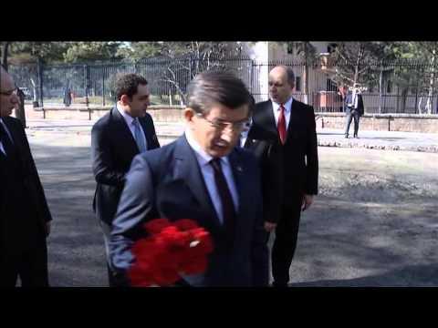 Davutoğlu Patlama Alanına Karanfil Bıraktı
