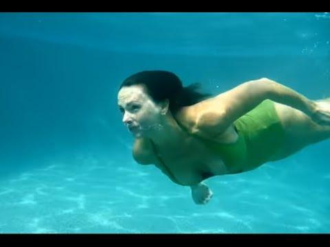 Johanna Hart Swimming Underwater II