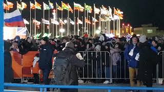 Болельщики с русским флагом на награждении Трегубова Никиты в Пхёнчхане