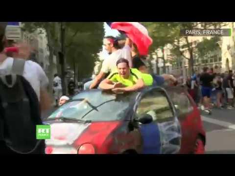 Paris euphorique après la victoire des Bleus contre la Croatie en finale