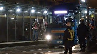 自動運転バス、路面電車の軌道を走る 広島で実証実験