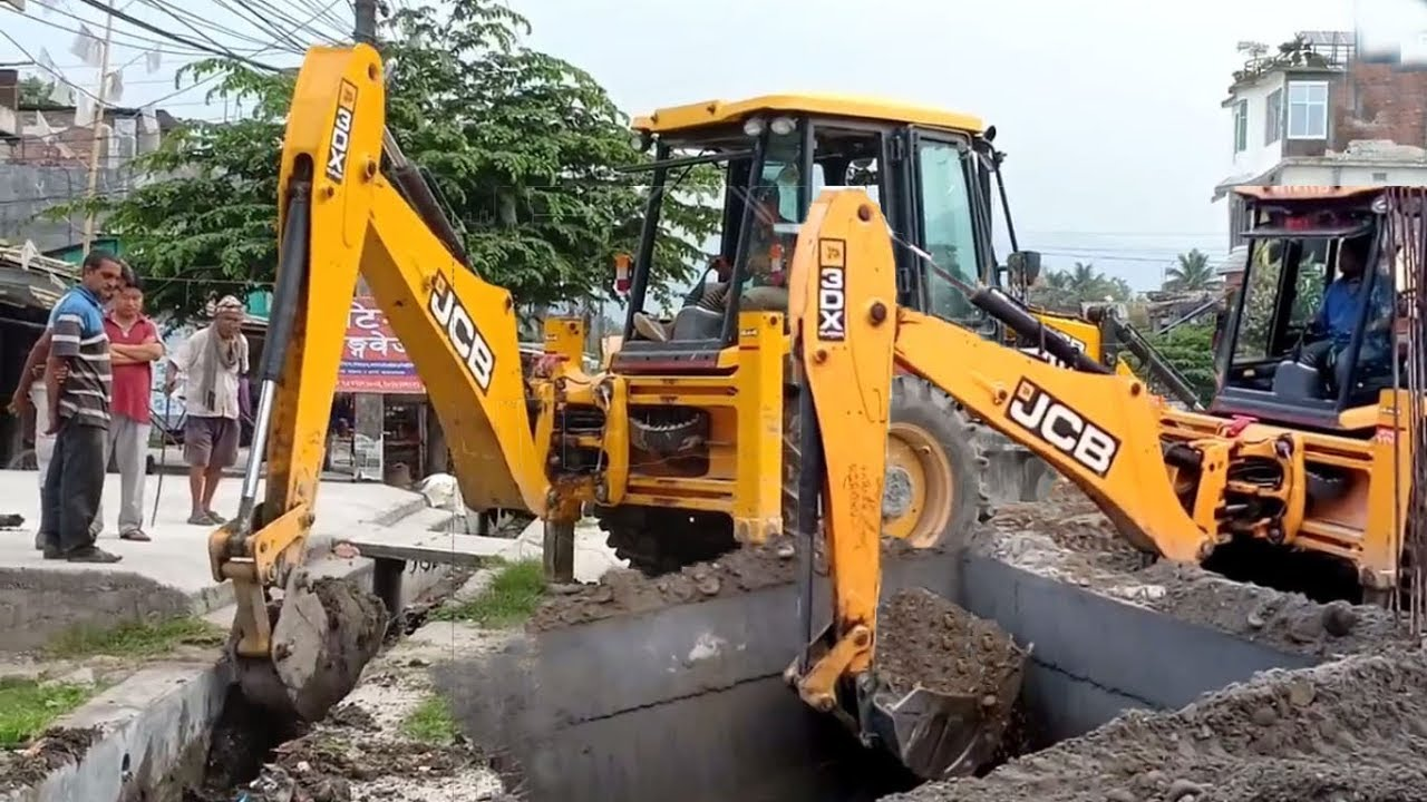 SMALL vs BIG BACK BUCKETS-JCB Backhoe Uses Clearing Dirt and Gravel