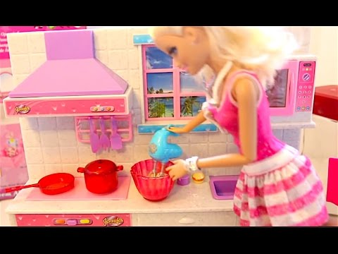 barbie kitchen set real cooking barbie dreamhouse bubble trouble and frozen magic youtube. Black Bedroom Furniture Sets. Home Design Ideas