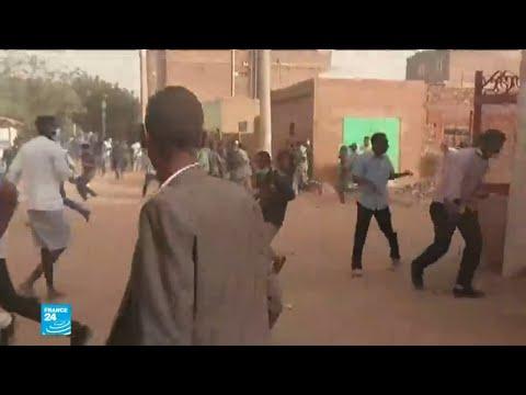 جنازة متظاهر قتيل في السودان تتحول لنقطة انطلاق جديدة للاحتجاجات  - نشر قبل 53 دقيقة