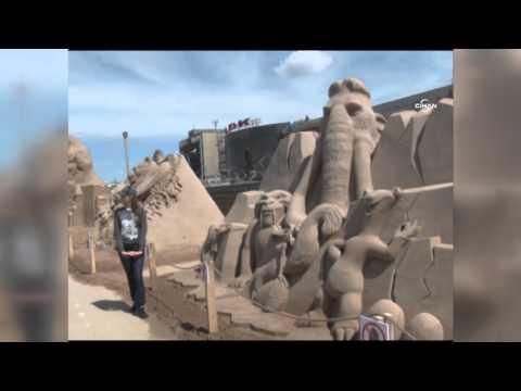 Kumdan Heykeller  Görenleri Hayran Bırakıyor
