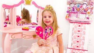 Nastya finge jugar con juguetes de maquillaje