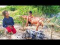 Amazing Little Kids Catch & Cook Crocodile Nearby Water in My Village - How To Cook Crocodile Meat