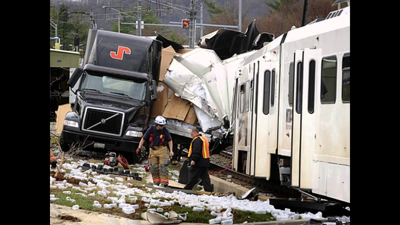 Amazing Train And Truck Accident - Train Accidents- Train Wrecks