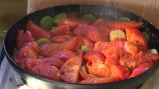 Жареные помидоры с луком и яйцами.  Деревенская нямка