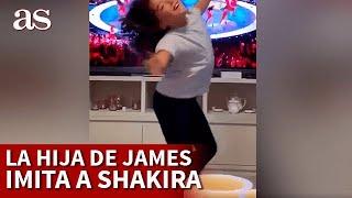 A Shakira le sale una joven ri…