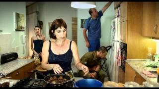 החיים בינתיים: טריילר  - Present Continuous: Trailer
