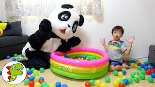 レオくんとパンダさんがボールプールで遊ぶよ!片付けしないと、あーやんに怒られちゃう? トイキッズ thumbnail