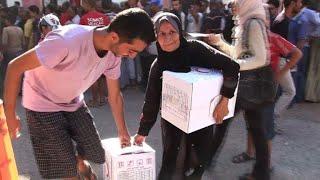 Deir Ezzor residents receive humanitarian aid