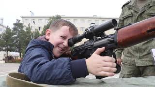 Російські військовослужбовці провели день відкритих дверей в Таджикистані, для юнармейцев школи №6.