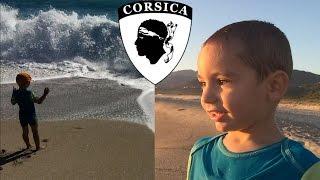 FLASHBACK - Jeux sur la plage, Swan découvre les vagues pour la première fois :)