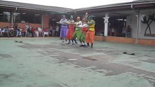 Duendes dançantes Festa de Natal do Cevi-2012