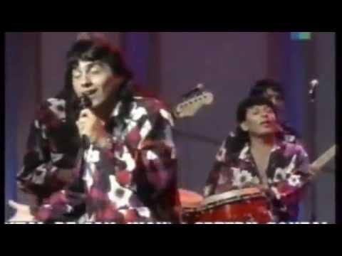 Grupo KARICIA de Argentina - ME HACES FALTA - LA NOCHE Y TU FOTO canta ALISTER