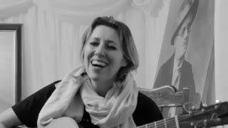 Watch Martha Wainwright Bring Back My Heart video
