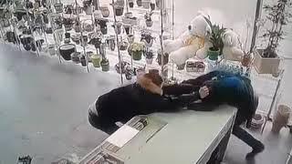 Драка в цветочном магазине Казань (18+)