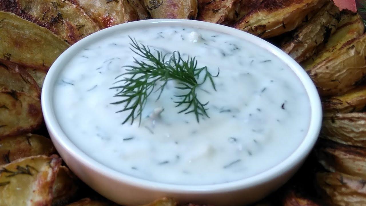 Низкокалорийный сметанно- чесночный соус который подойдёт к любому блюду.