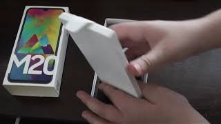 Розпакування Samsung Galaxy M20