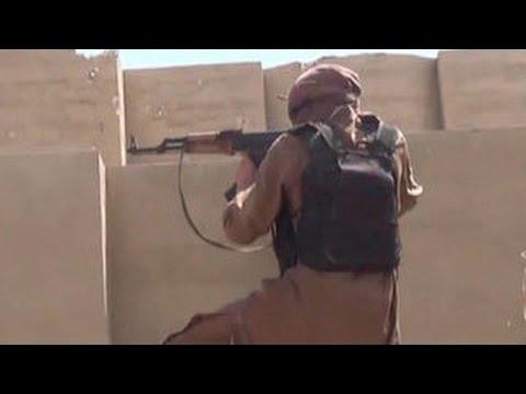 Боевики ИГИЛ стреляют из болгарских 'Калашниковых'
