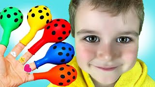 Oscar Bermain Mengisi Air Dalam Balon Daddy Finger Nursery Rhymes   Learn Colors With Balloons