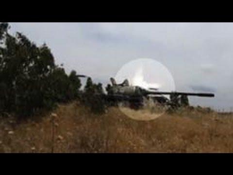 Очевидцы сняли на видео рикошет снаряда от брони танка в Сирии
