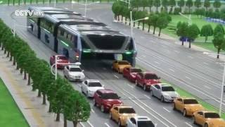 """Xe bus """"banh càng"""" bay trên không"""