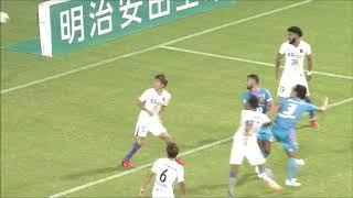 敵陣深い位置で獲得したFKのチャンスからゴール前に供給されたボールを...