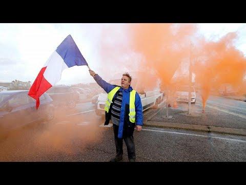 """Movimento dos """"coletes amarelos"""" tem teste de força em Paris"""