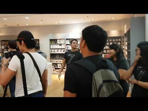 Power Mac Center iPhone 7 Midnight Launch in the Philippines